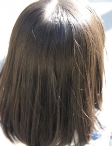 椿油を使った子供の髪
