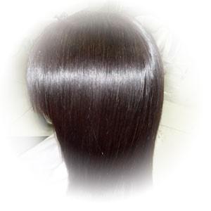 椿油で美髪になった女性